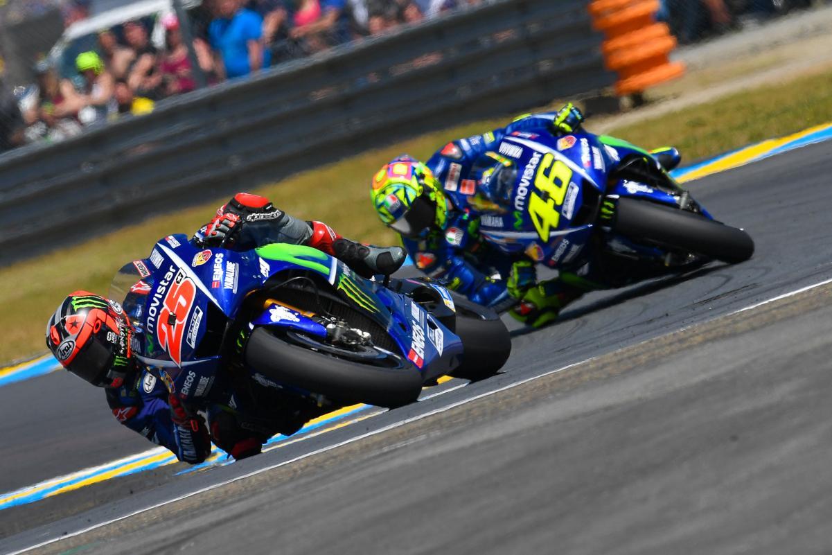 MOTO GP 2019 COMPÉTITIONS - Page 3 Maverick-vinales-valentino-rossi-le-mans-battle-motogp-2017