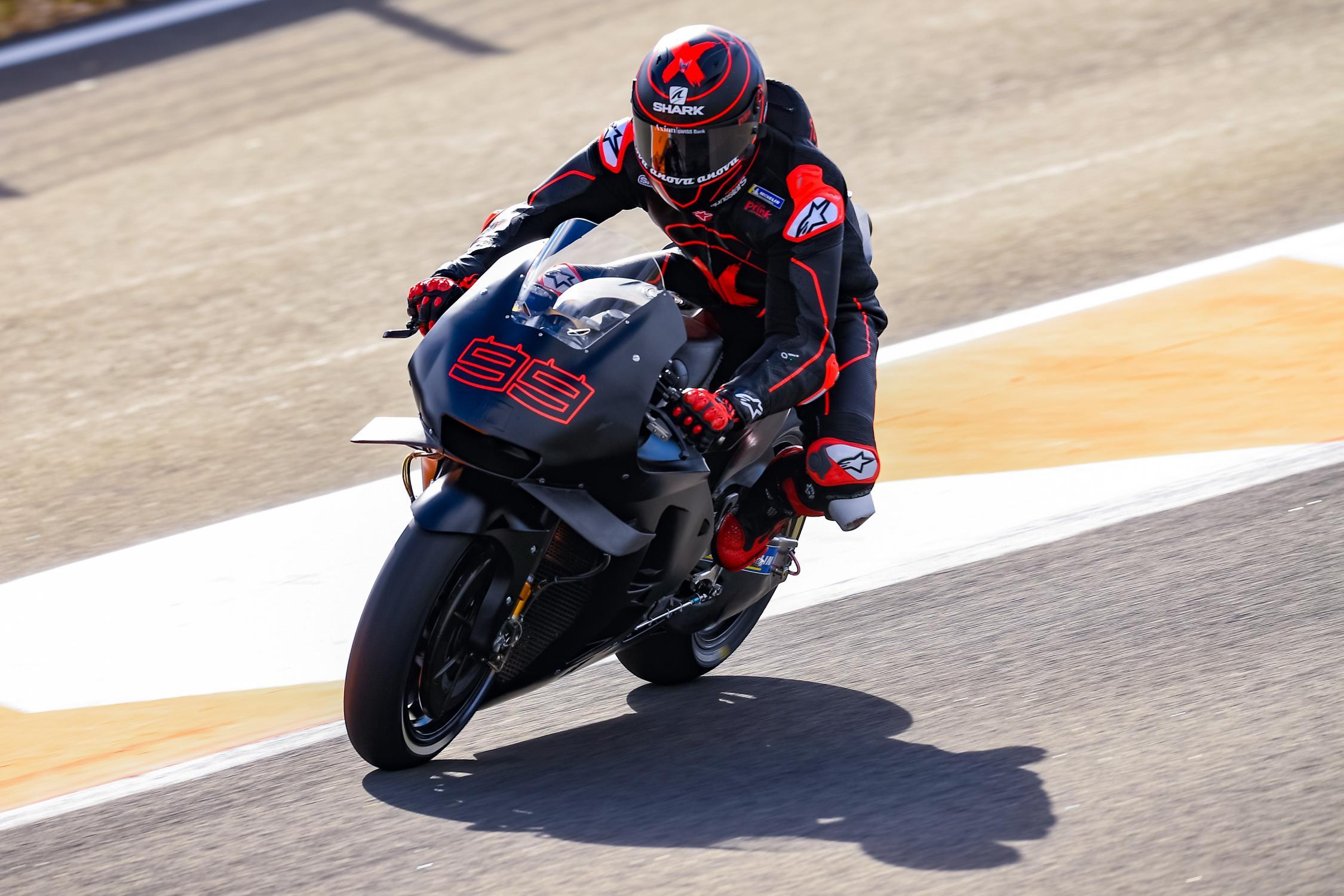 MOTO GP 2019 COMPÉTITIONS - Page 3 Jorge-lorenzo-valencia-test-motogp-2018