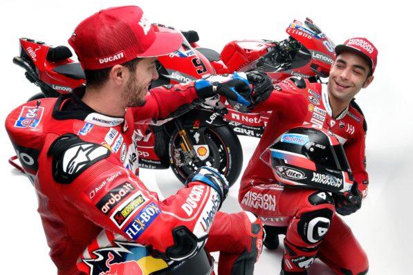 MOTO GP 2019 COMPÉTITIONS - Page 4 Ducati-gp19-dovizioso-petrucci-presentation-3-597x398