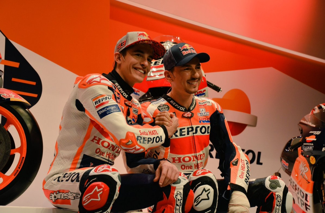 MOTO GP 2019 COMPÉTITIONS - Page 4 Marc-marquez-jorge-lorenzo-repsol-honda-presentation-2019