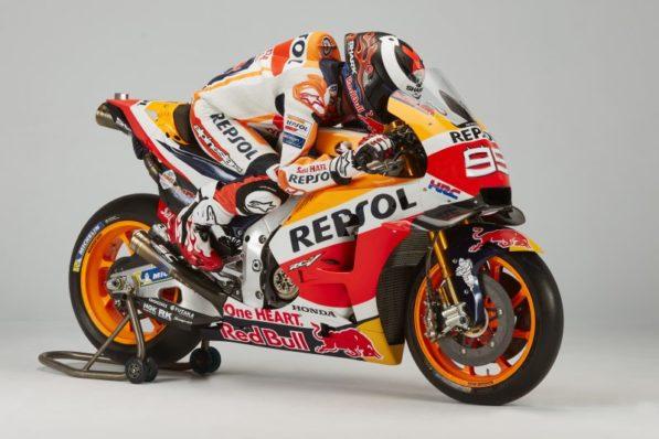 MOTO GP 2019 COMPÉTITIONS - Page 4 Jorge-lorenzo-presentation-motogp-2019-repsol-honda-2-597x398