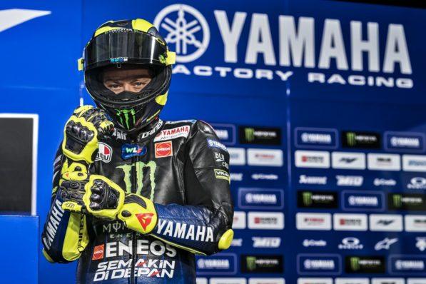 MOTO GP 2019 COMPÉTITIONS - Page 4 Valentino-rossi-yamaha-m1-presentation-2019-6-597x398