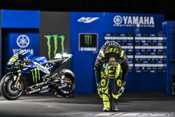 MOTO GP 2019 COMPÉTITIONS - Page 4 Valentino-rossi-yamaha-m1-presentation-2019-7-597x398