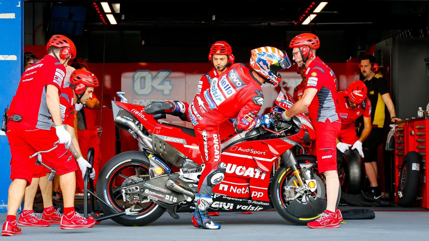 MOTO GP : GRAND PRIX DE THAÏLANDE DU 4 AU 6 OCTOBRE 2019 Andrea-dovizioso-ducati-motogp-box-2019